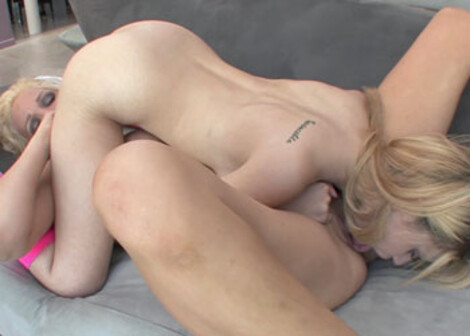 Mae Olsen makes a mature slut cum